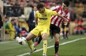 Jokic pelea un balón frente a Susaeta. FOTO: MUNDO DEPORTIVO