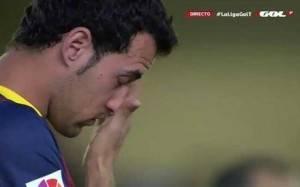 Busquets llora en el minuto de silencio por el fallecido Tito Vilanova. FOTO: SPORT