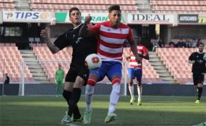 Marcelo disputa un balón ante el Cartagena