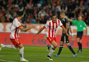 Verza celebra el gol anotado para el Almería