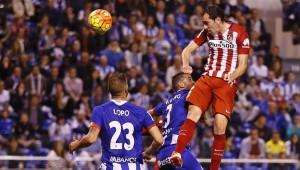 El jugador del Atlético del Madrid Diego Godín pelea un balón| Atlético de Madrid